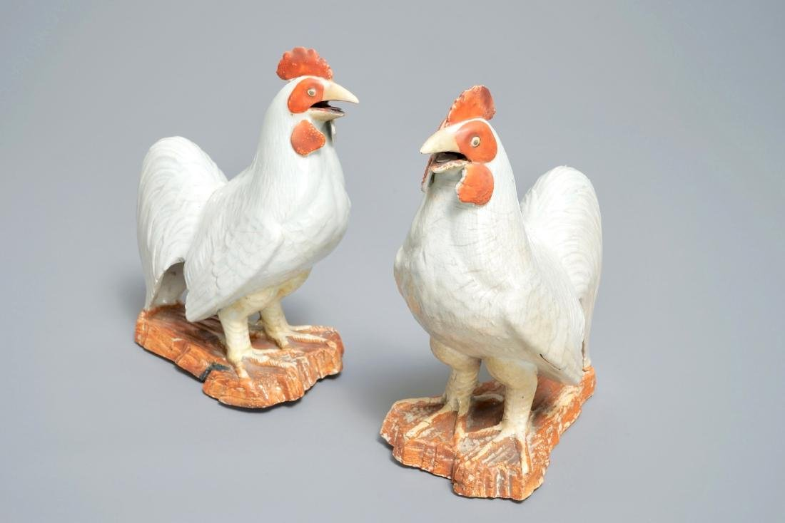 A pair of Japanese Arita models of roosters, Edo, 17th