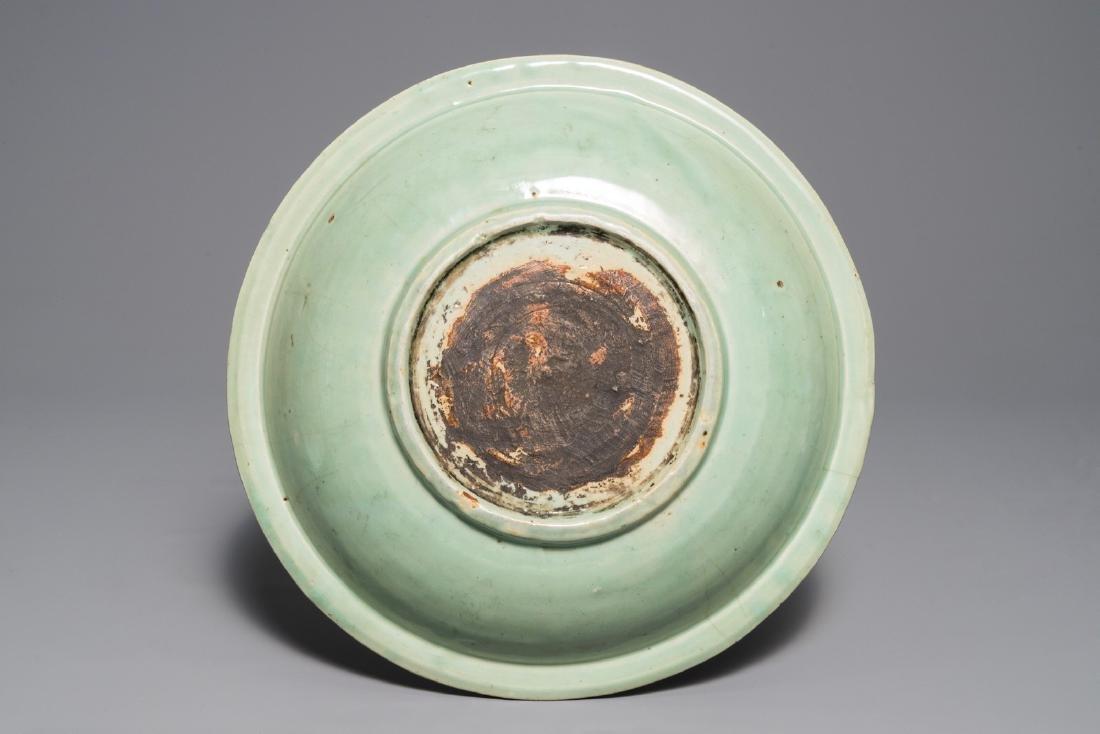 A Chinese Longquan celadon dish with underglaze design - 2