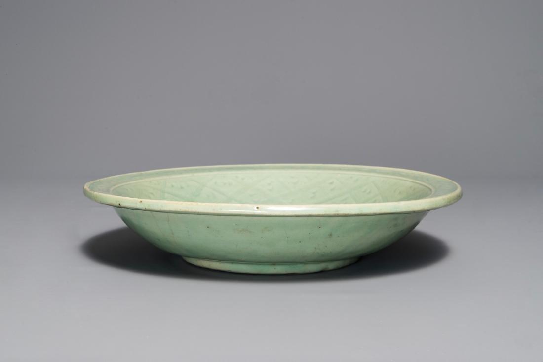 A Chinese Longquan celadon dish with underglaze design - 3