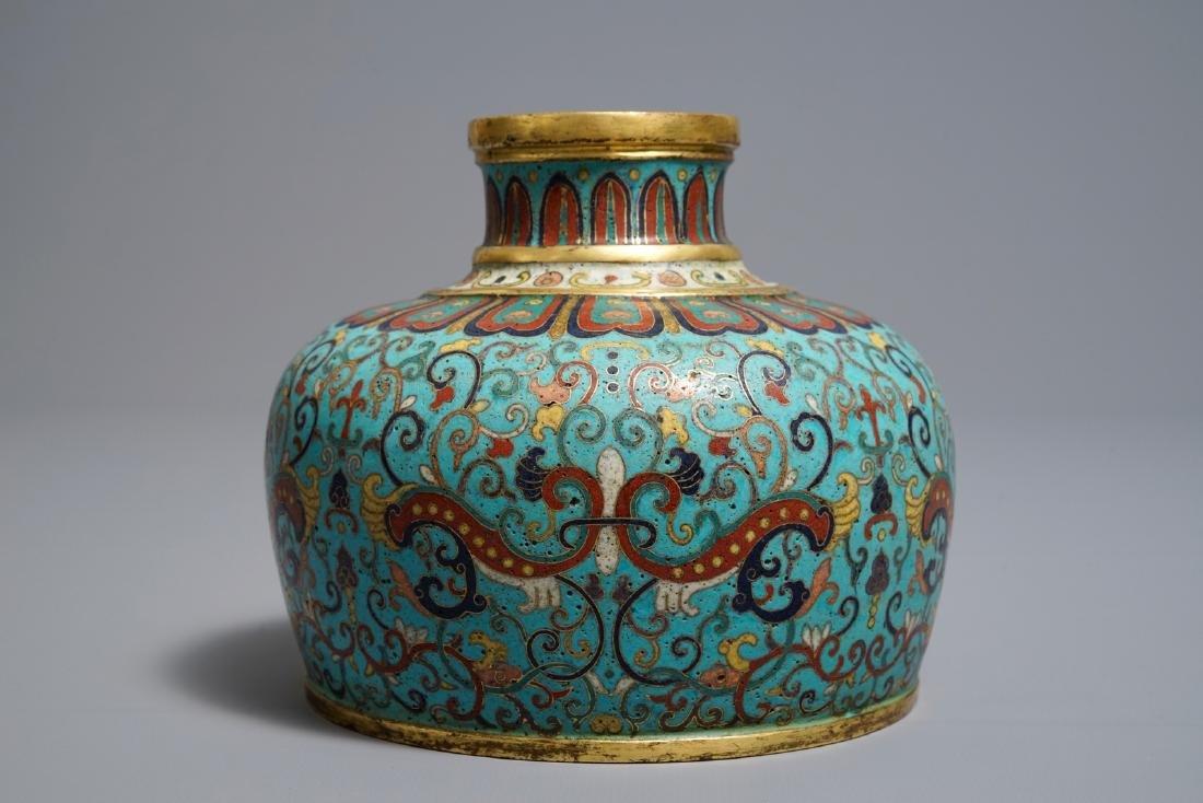 A Chinese cloisonné vase, Qianlong mark, 19/20th C. - 4