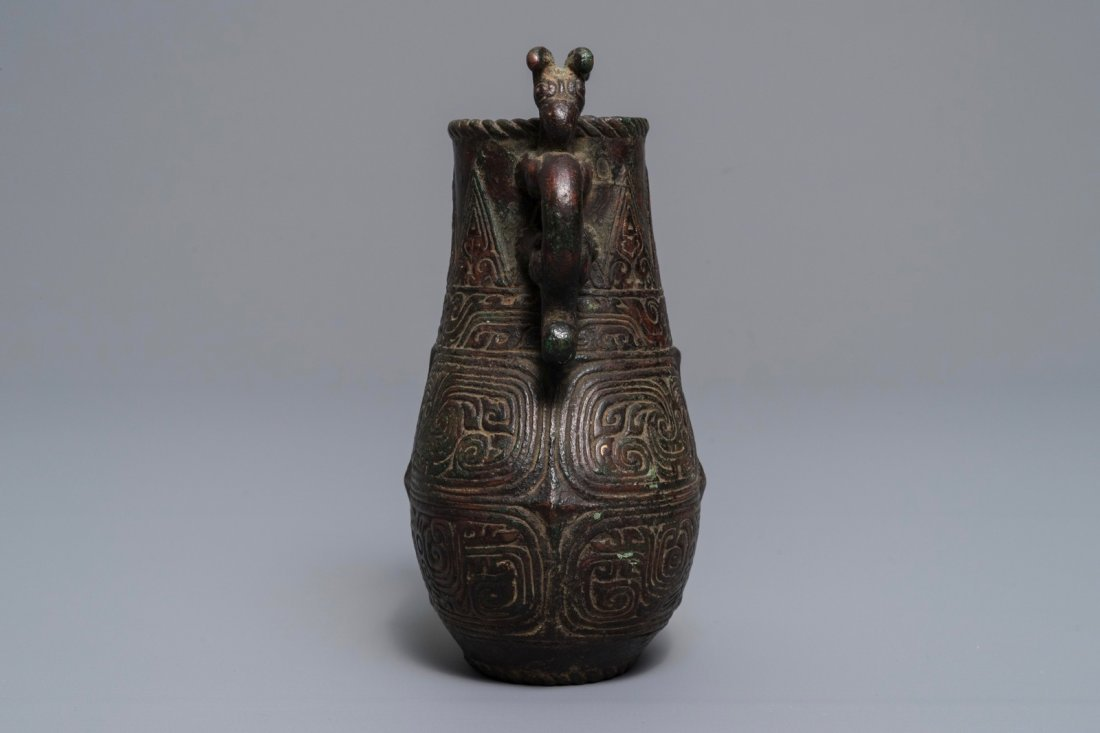 An archaic Chinese relief-decorated two-handled bronze - 2