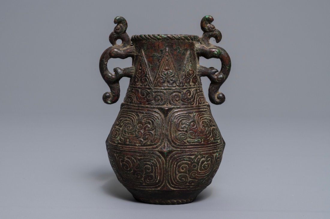 An archaic Chinese relief-decorated two-handled bronze - 3