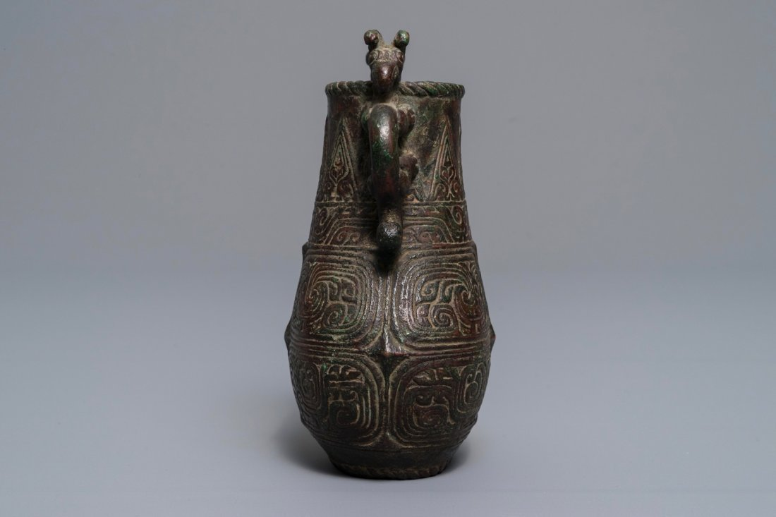 An archaic Chinese relief-decorated two-handled bronze - 4