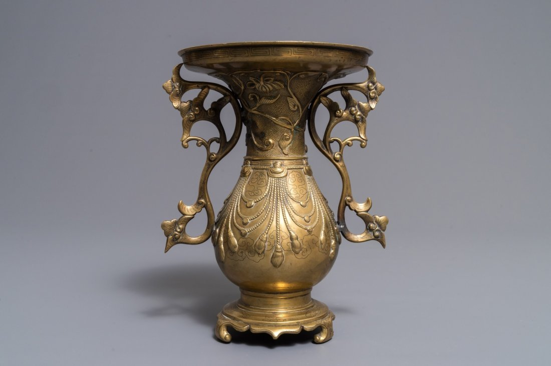 A Chinese silver-inlaid bronze vase, 18/19th C. - 3