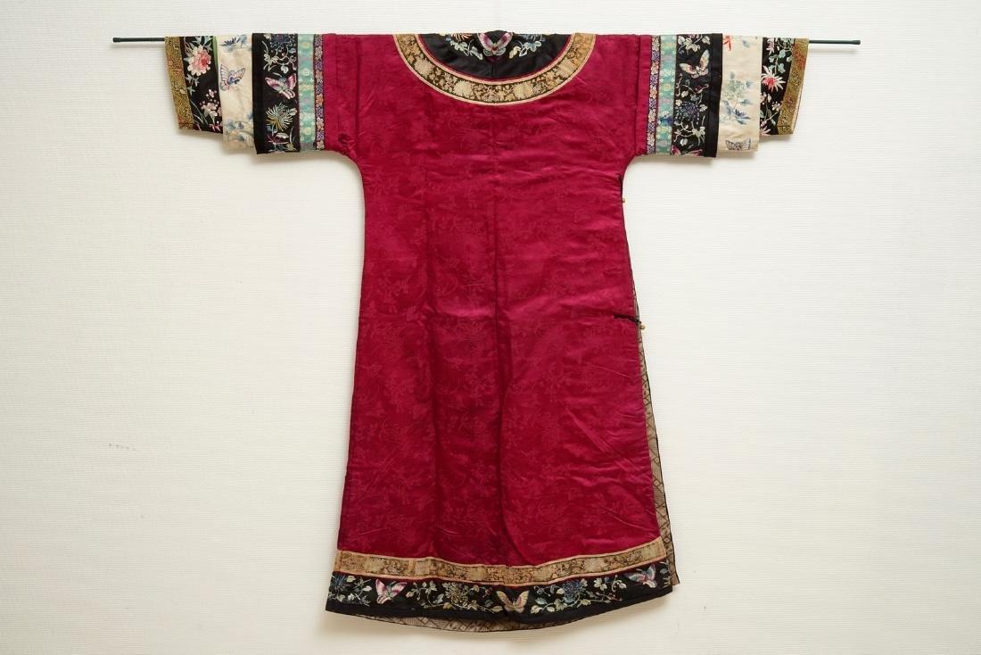 A Chinese informal Manchu embroidered silk pink-ground - 10