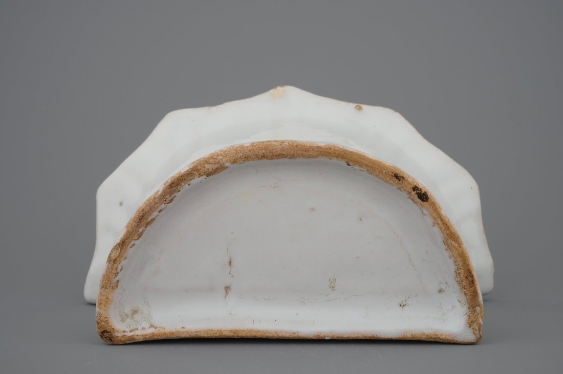A white Delft pottery wall flower holder, 18th C. - 7