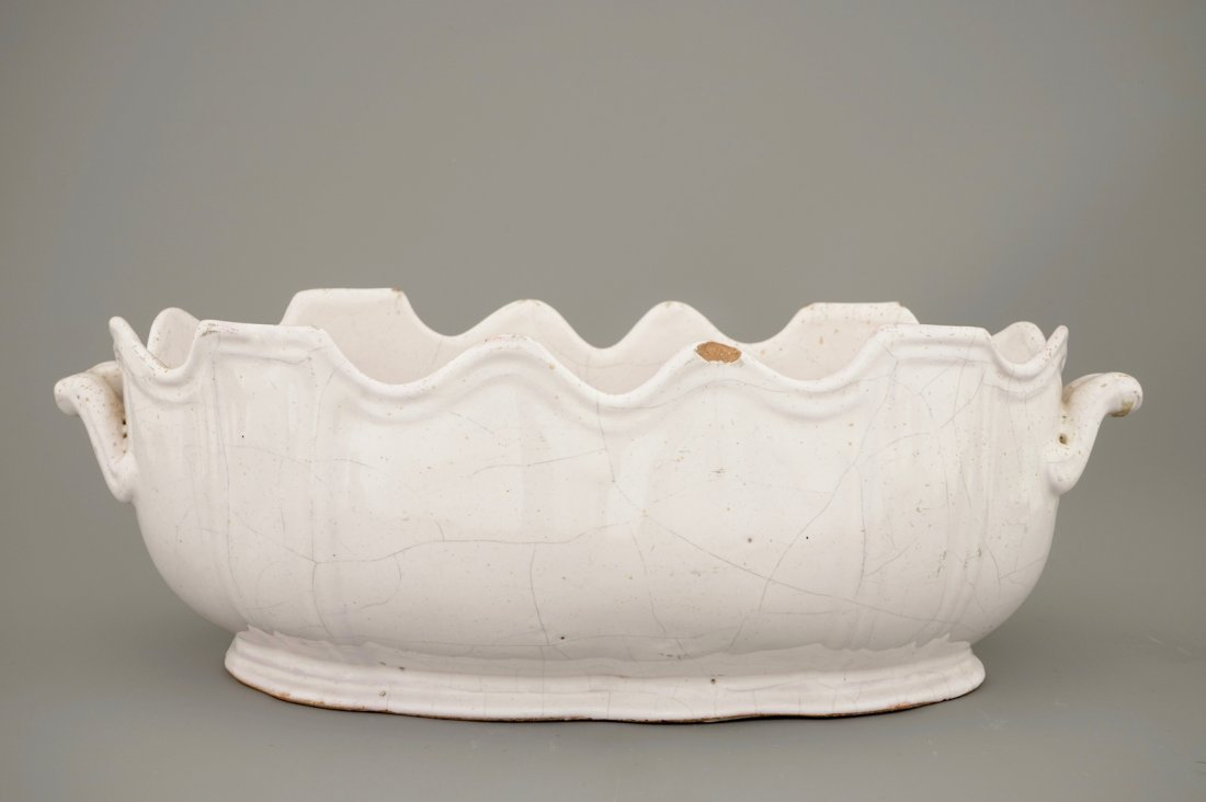 A white Delft monteith, 18th C. - 4