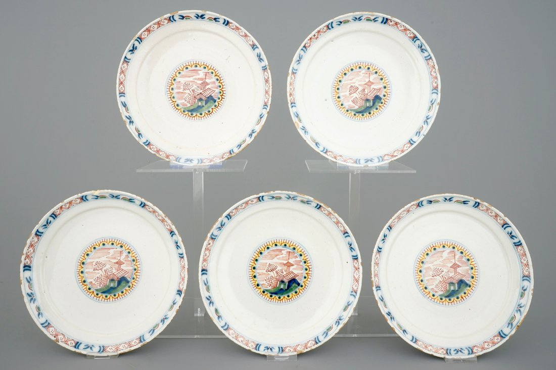 A set of 5 Dutch Delft plates with chinoiserie