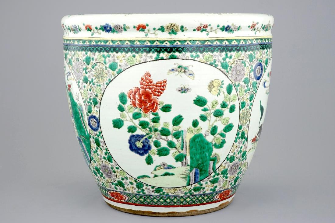 A large Chinese famille verte fish bowl with - 4