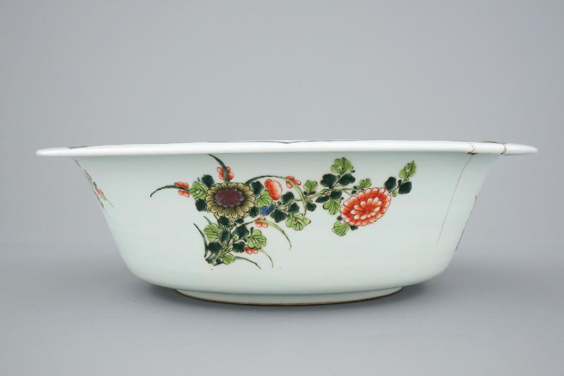 A very large Chinese famille verte bowl, 19/20th C. - 7