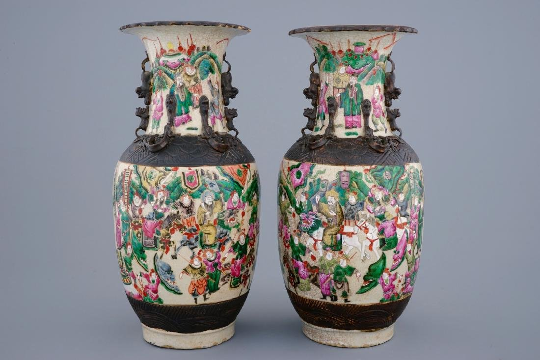 A pair of Chinese famille rose Nanking crackle glaze - 3