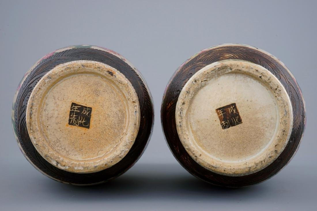 A pair of Chinese famille rose Nanking crackle glaze - 6