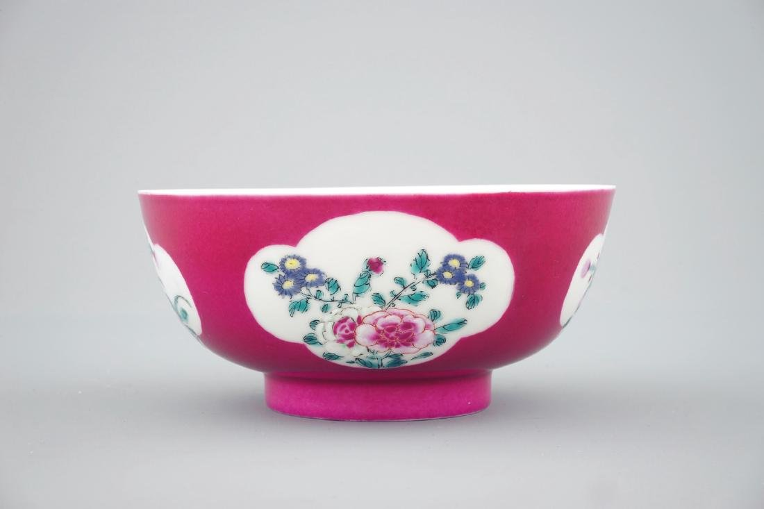 A Chinese ruby ground bowl with floral reserves in - 5