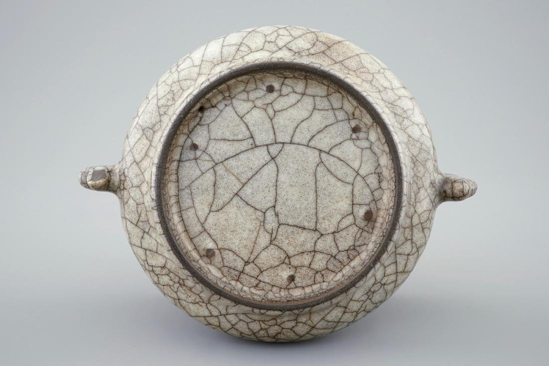 A Chinese crackle ware Song-style incense burner, - 3