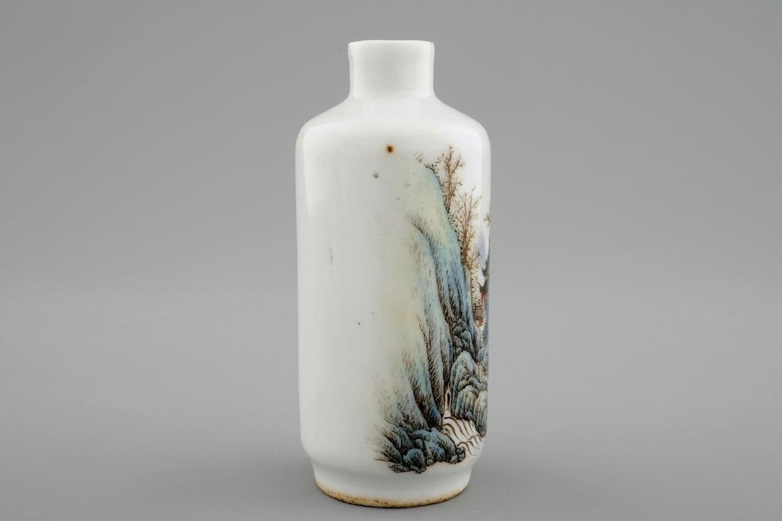 A Chinese snuff bottle with a landscape, 20th C. - 2