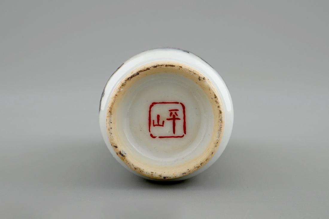 A Chinese snuff bottle with a landscape, 20th C. - 5