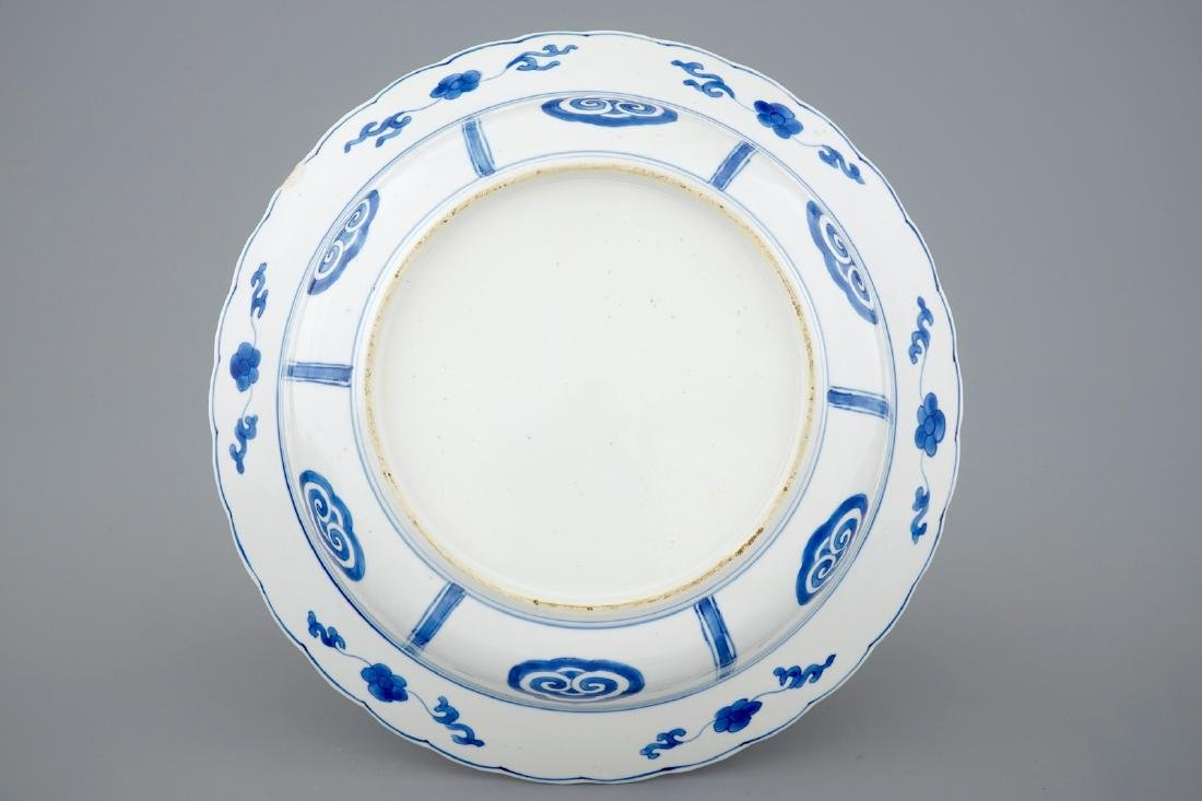 A deep Chinese blue and white plate with a battle scene - 3