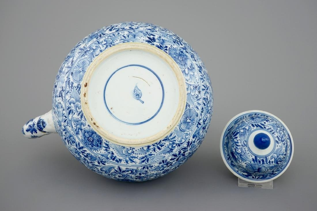 A large blue and white teapot with silver mount, Kangxi - 7