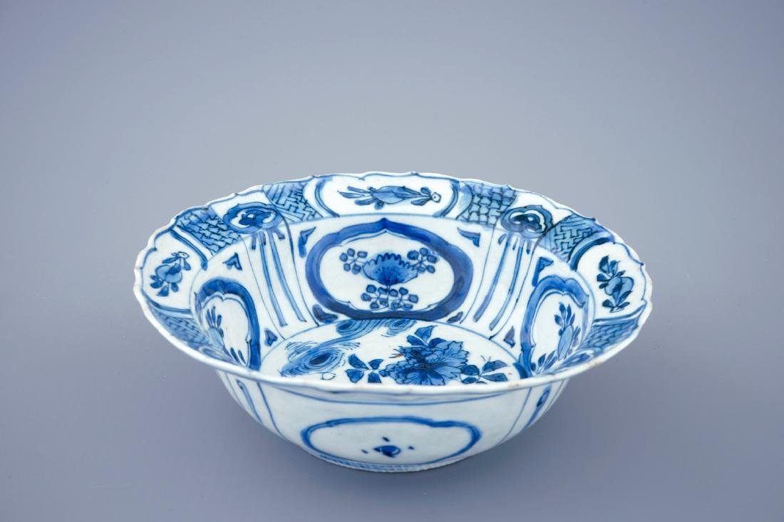 A blue and white Chinese kraak porcelain klapmuts bowl, - 2