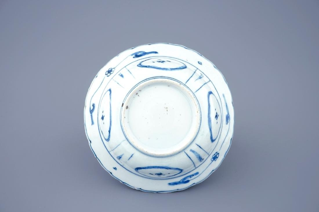A blue and white Chinese kraak porcelain klapmuts bowl, - 3