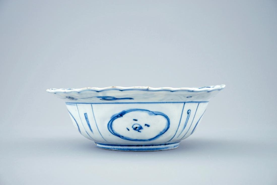 A blue and white Chinese kraak porcelain klapmuts bowl, - 4