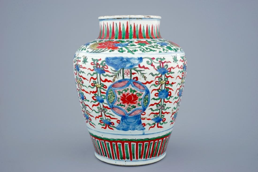 A Chinese Transitional wucai vase wuth buddhist - 3