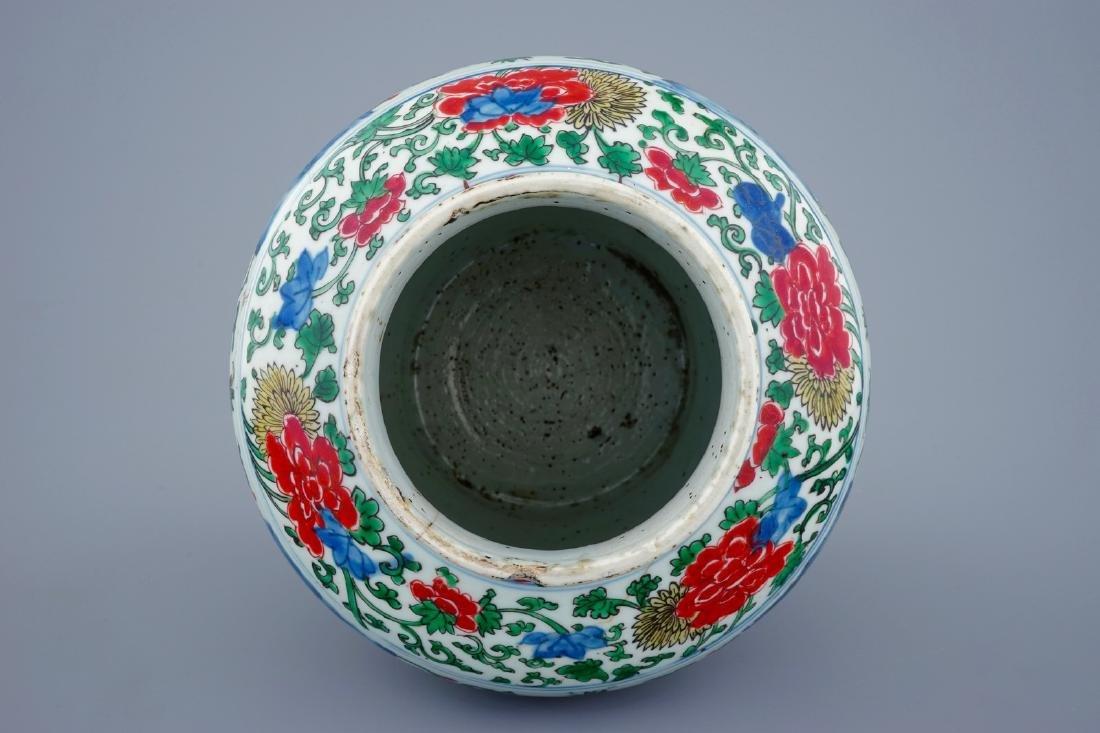 A Chinese Transitional wucai vase wuth buddhist - 5