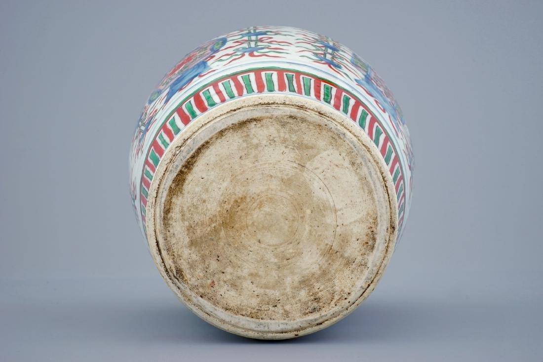 A Chinese Transitional wucai vase wuth buddhist - 6