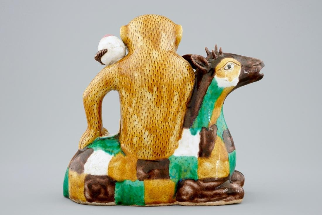 A Chinese famille verte biscuit ewer in the shape of a - 3