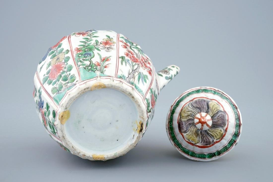 A Chinese famille verte teapot and cover with - 3
