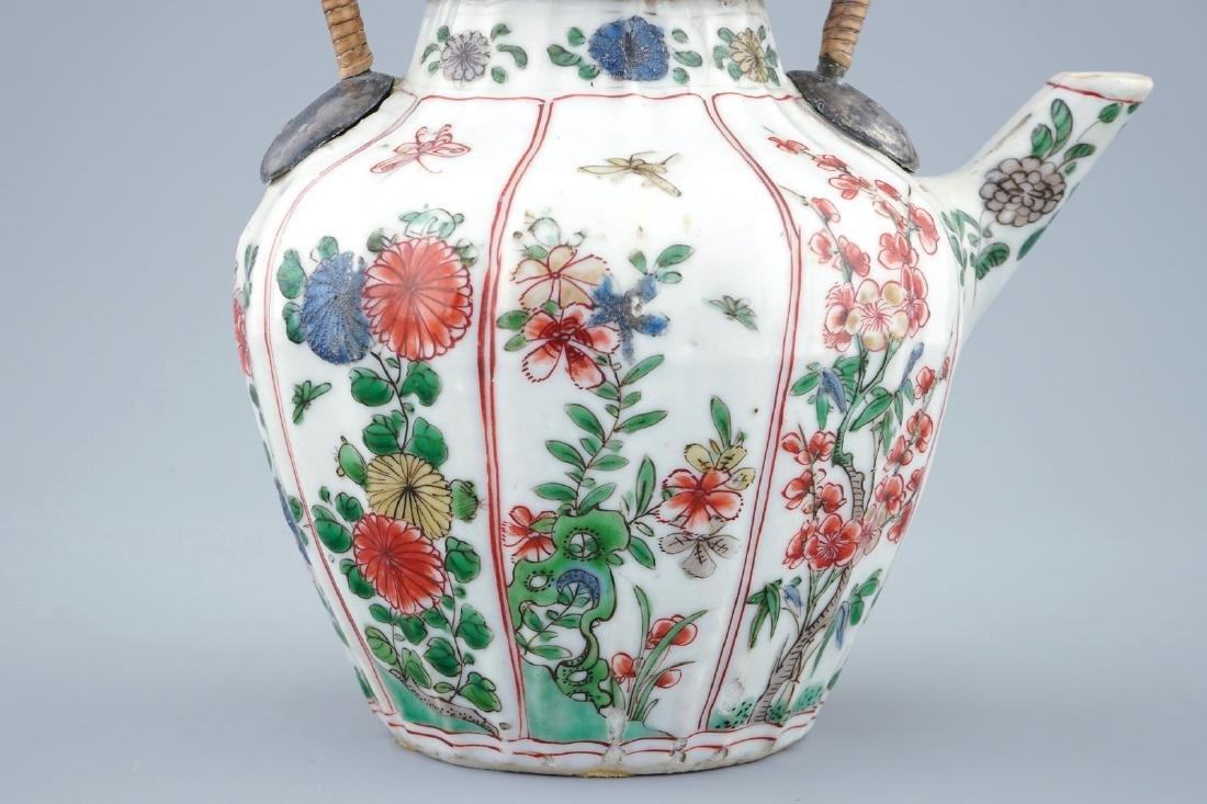 A Chinese famille verte teapot and cover with - 4
