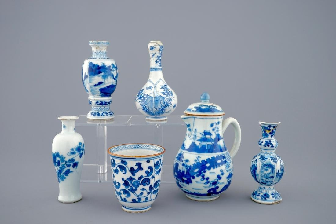 A set of 6 various blue and white Chinese vases and