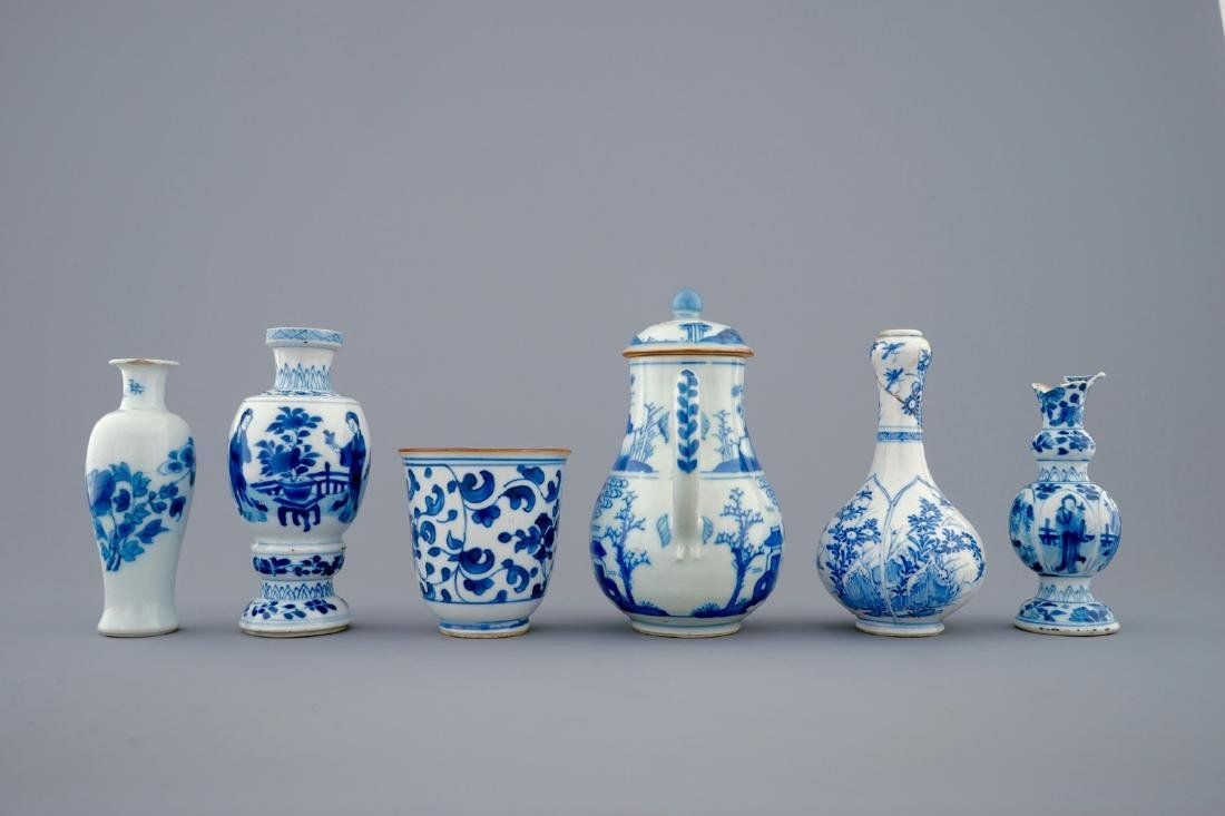 A set of 6 various blue and white Chinese vases and - 4