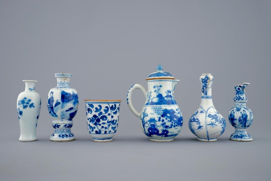 A set of 6 various blue and white Chinese vases and - 5
