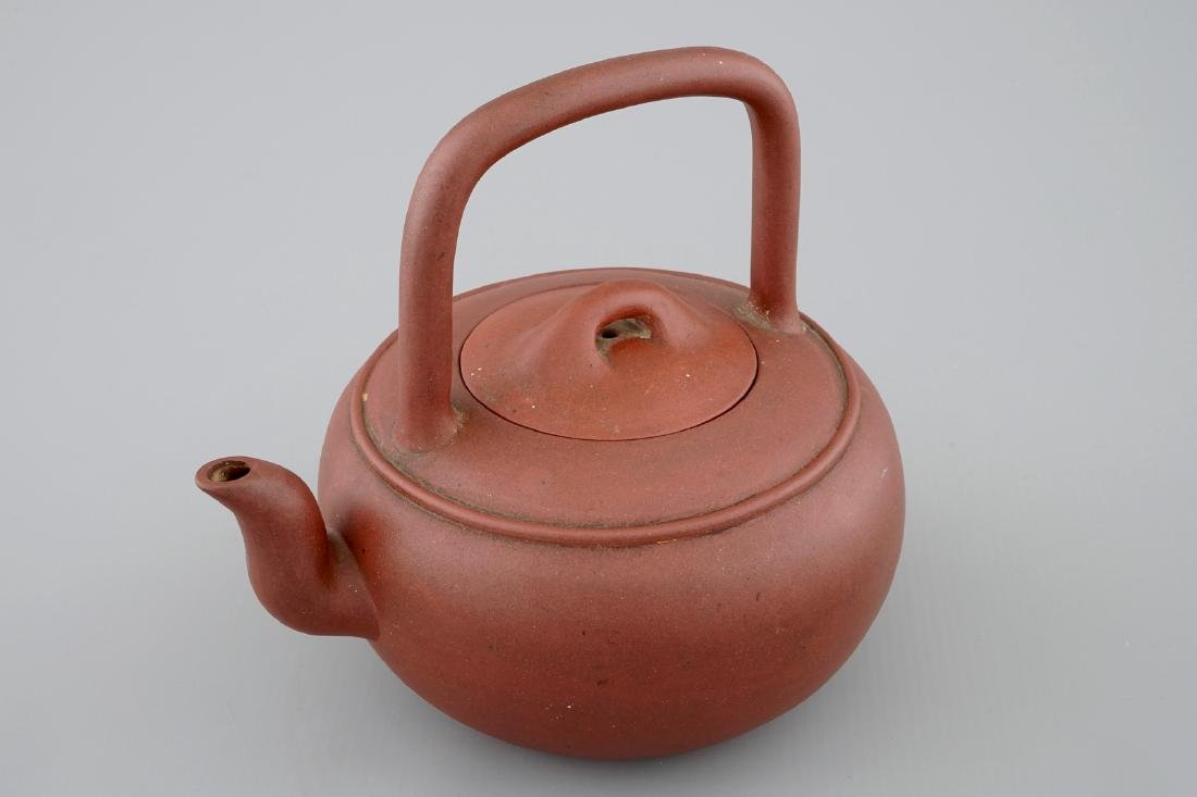 A Chinese Yixing stoneware teapot and cover, 19/20th C.