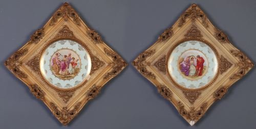 4: A PAIR OF CONTINENTAL PORCELAIN CABINET PLATES Each