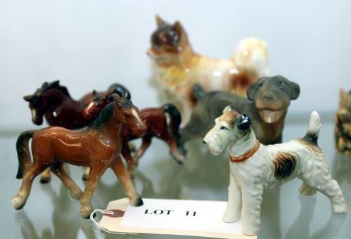 11: A GROUP OF CERAMIC ANIMAL FIGURINES Including a do