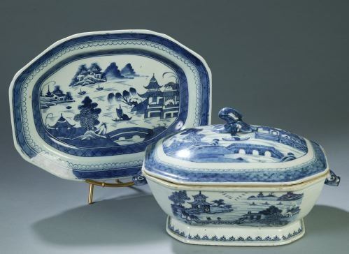 22: A CANTON CHINA SOUP TUREEN Rectangular with cut co