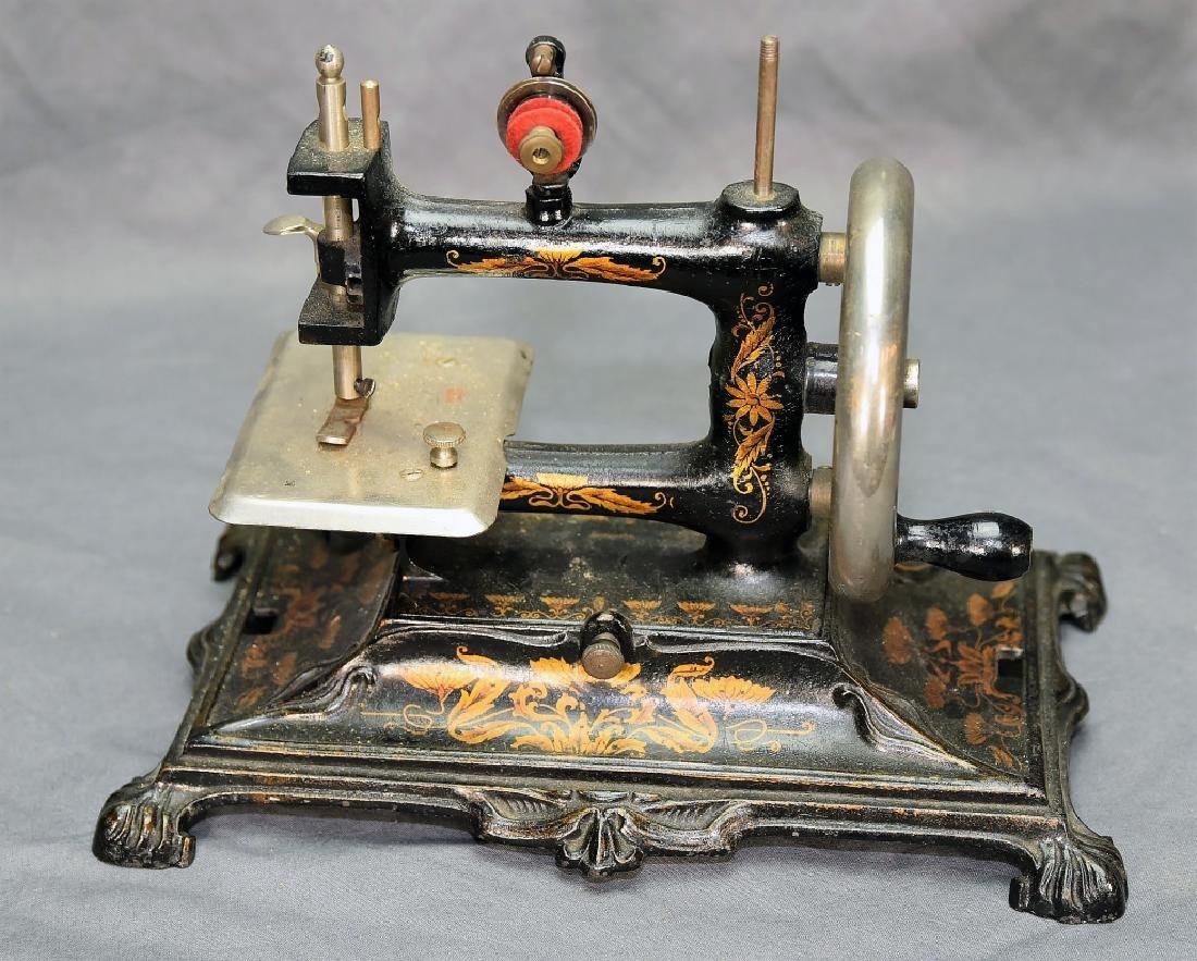 German Miniature Crank Sewing Machine - 2