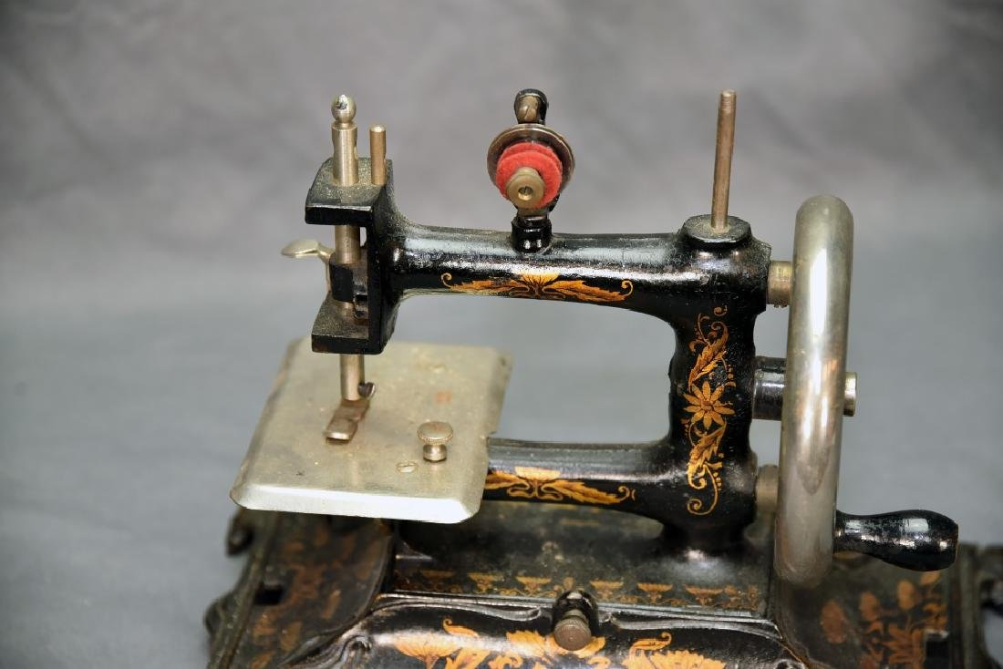 German Miniature Crank Sewing Machine - 4