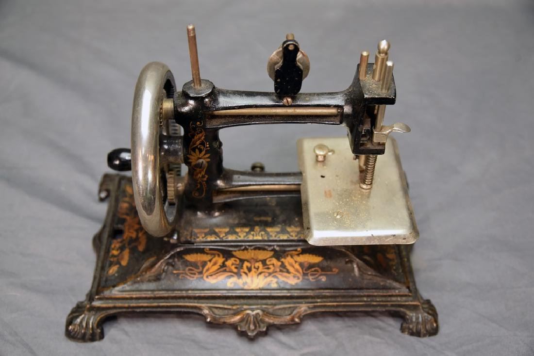 German Miniature Crank Sewing Machine - 6