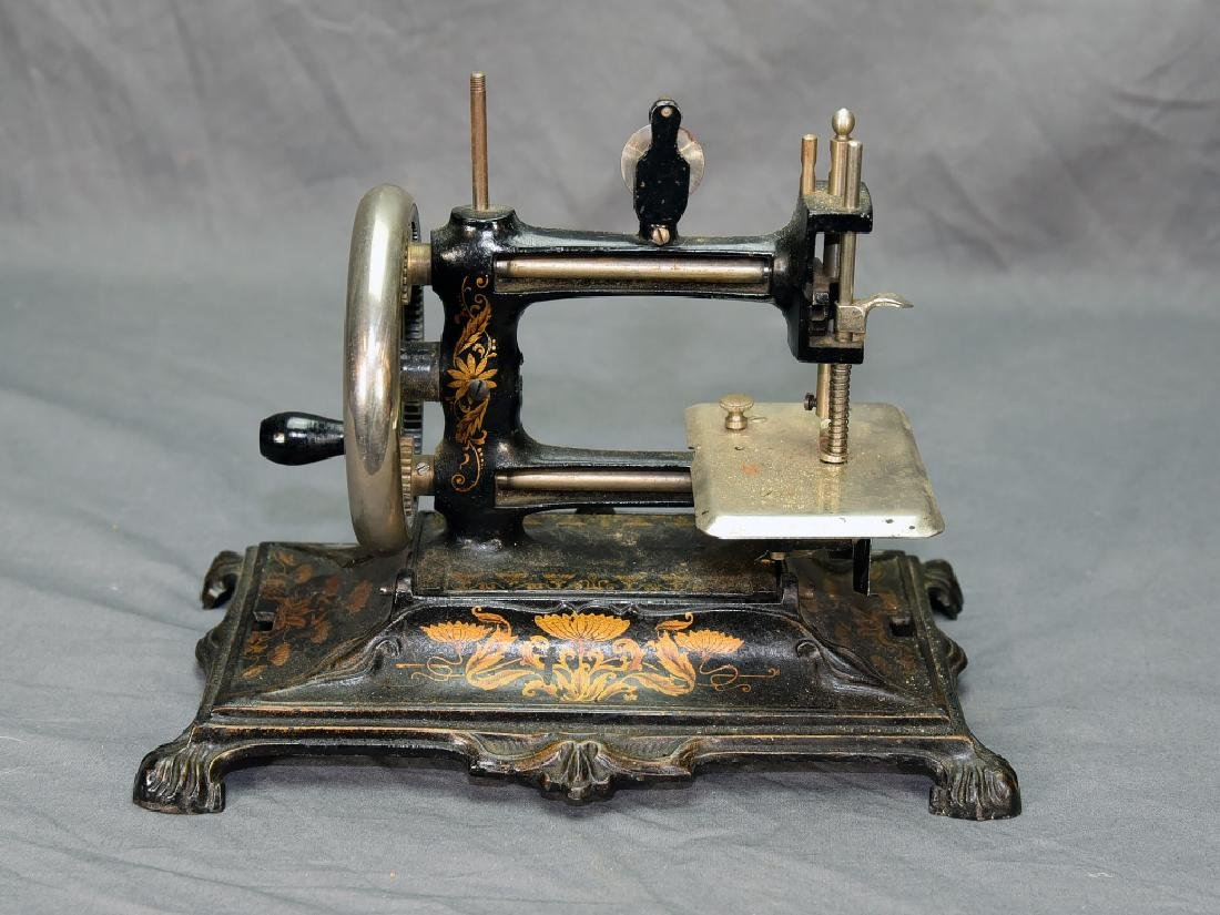 German Miniature Crank Sewing Machine - 7