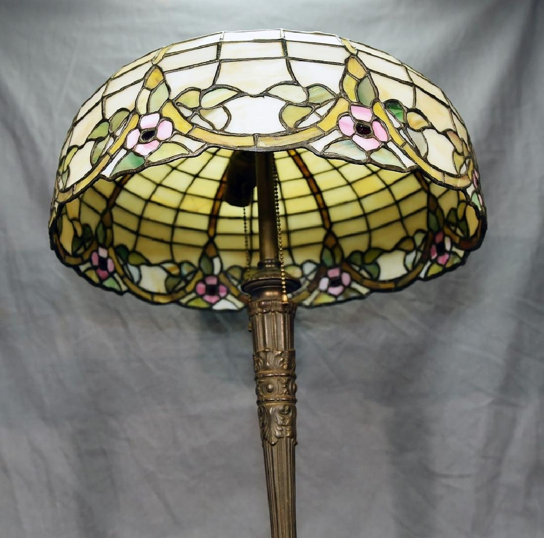 Circa 1920s Leaded Glass Table Lamp - 4