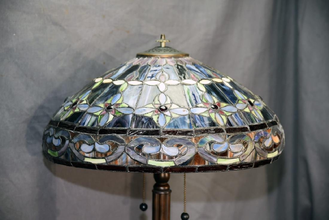 Contemporary Leaded Glass Table Lamp - 5