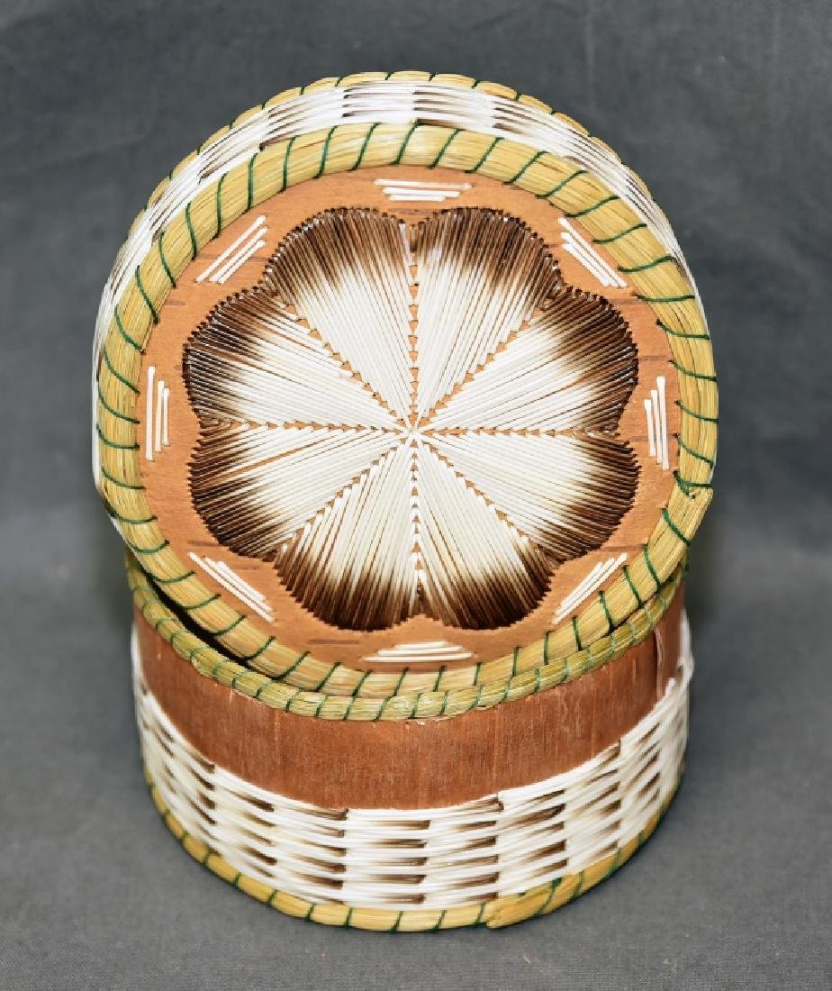 Iroquois Porcupine quill box - 2