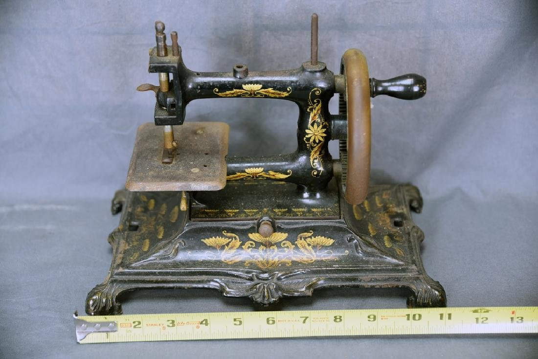Hand Crank Cast Iron Sewing Machine by Muller - 2