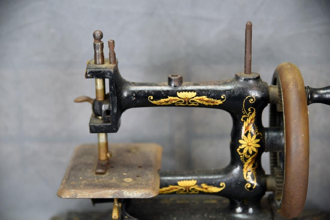 Hand Crank Cast Iron Sewing Machine by Muller - 3