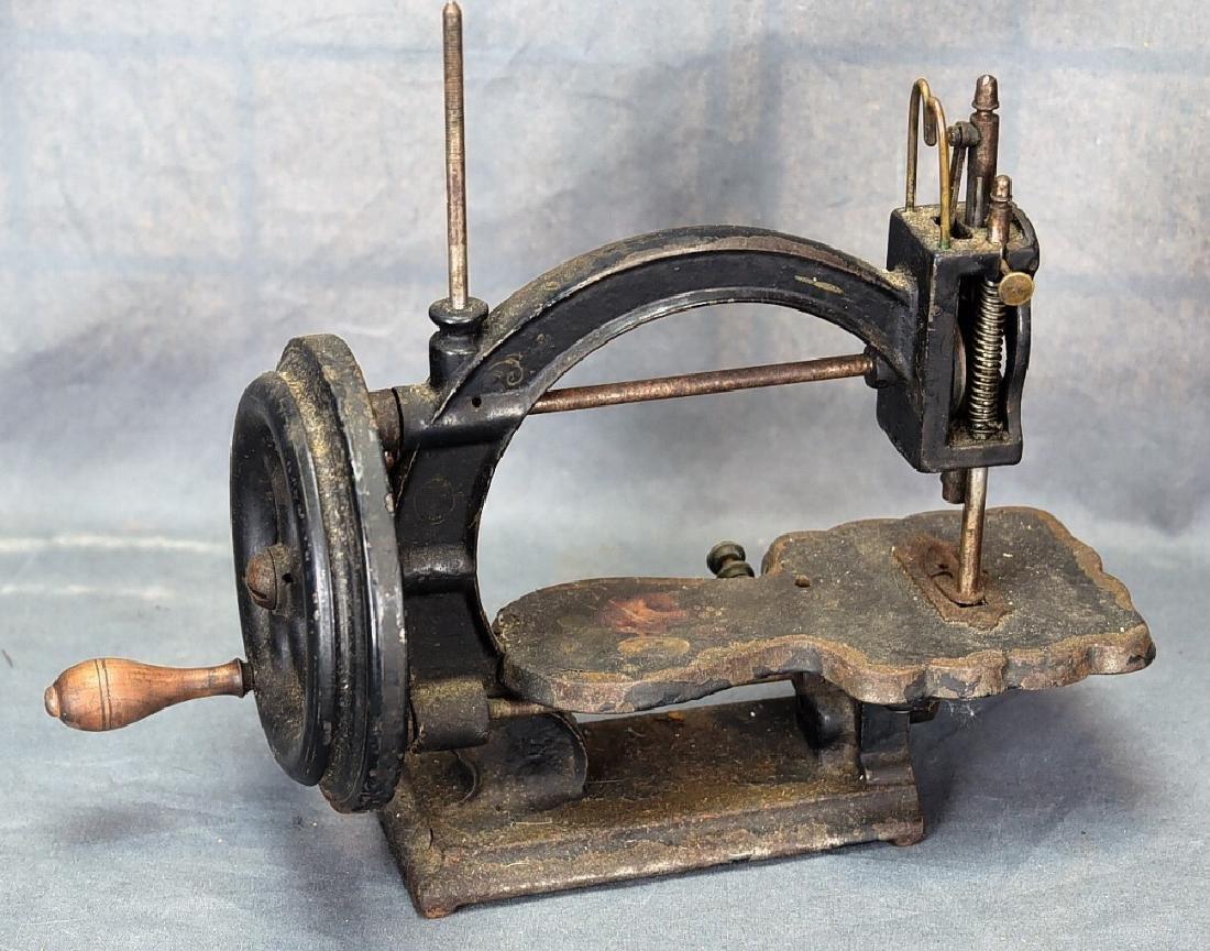 Gear Driven Cast Iron Hand Crank Sewing Machine