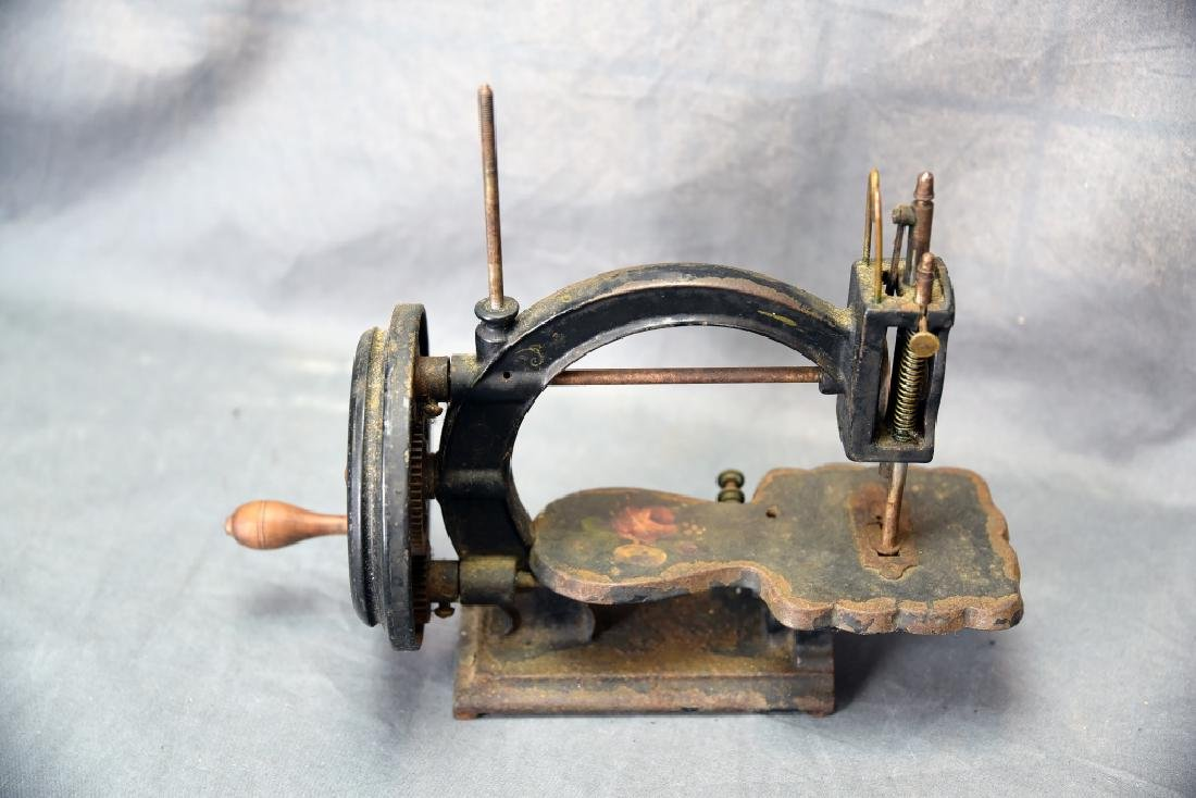 Gear Driven Cast Iron Hand Crank Sewing Machine - 2