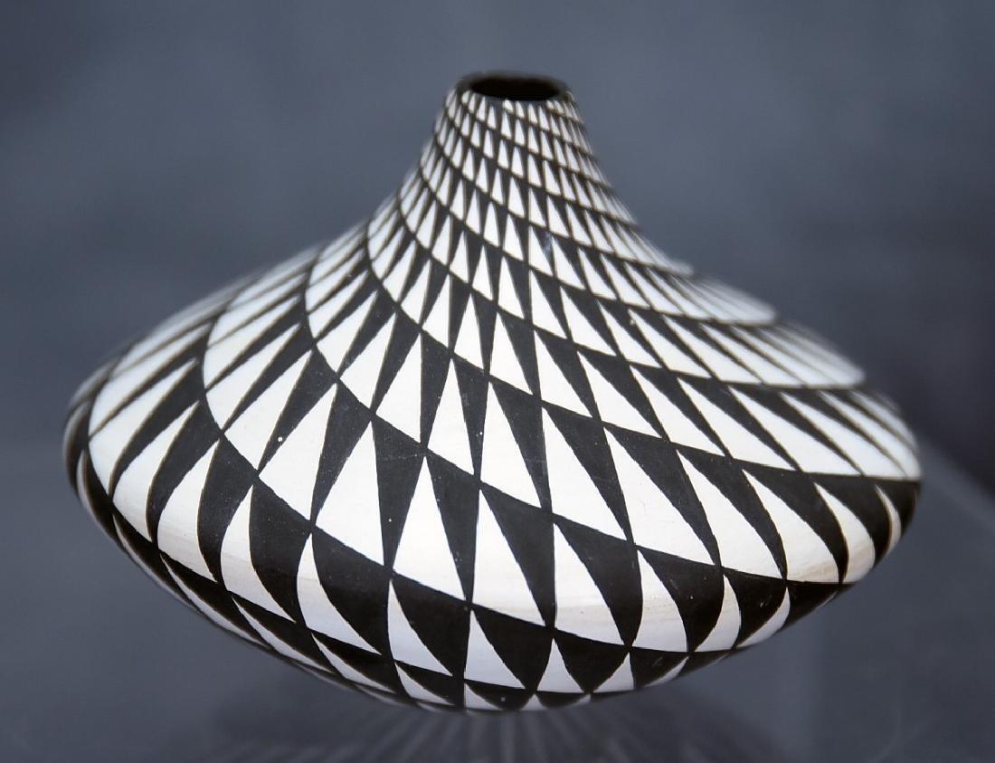 Dorothy Torivio Native American Acoma Vase